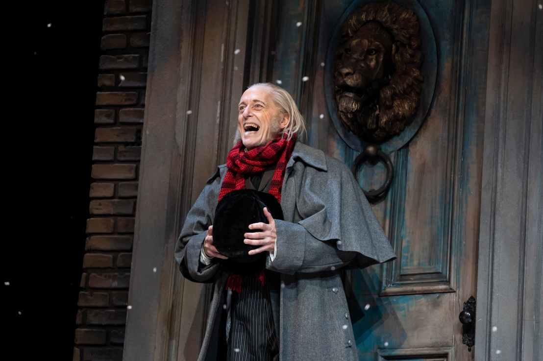 Review: Goodman Theatre's 42nd Annual Production of A CHRISTMASCAROL